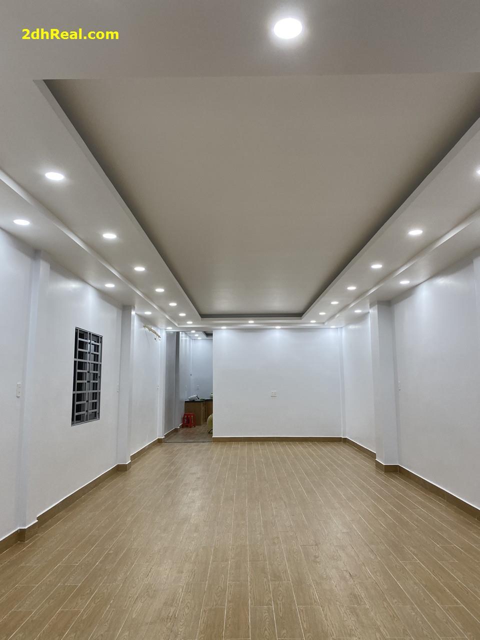 Bán nhà mặt tiền đường Đào Duy Từ, P.5, Q.10,4.3x 20m, 1 lầu, 23.5 tỷ