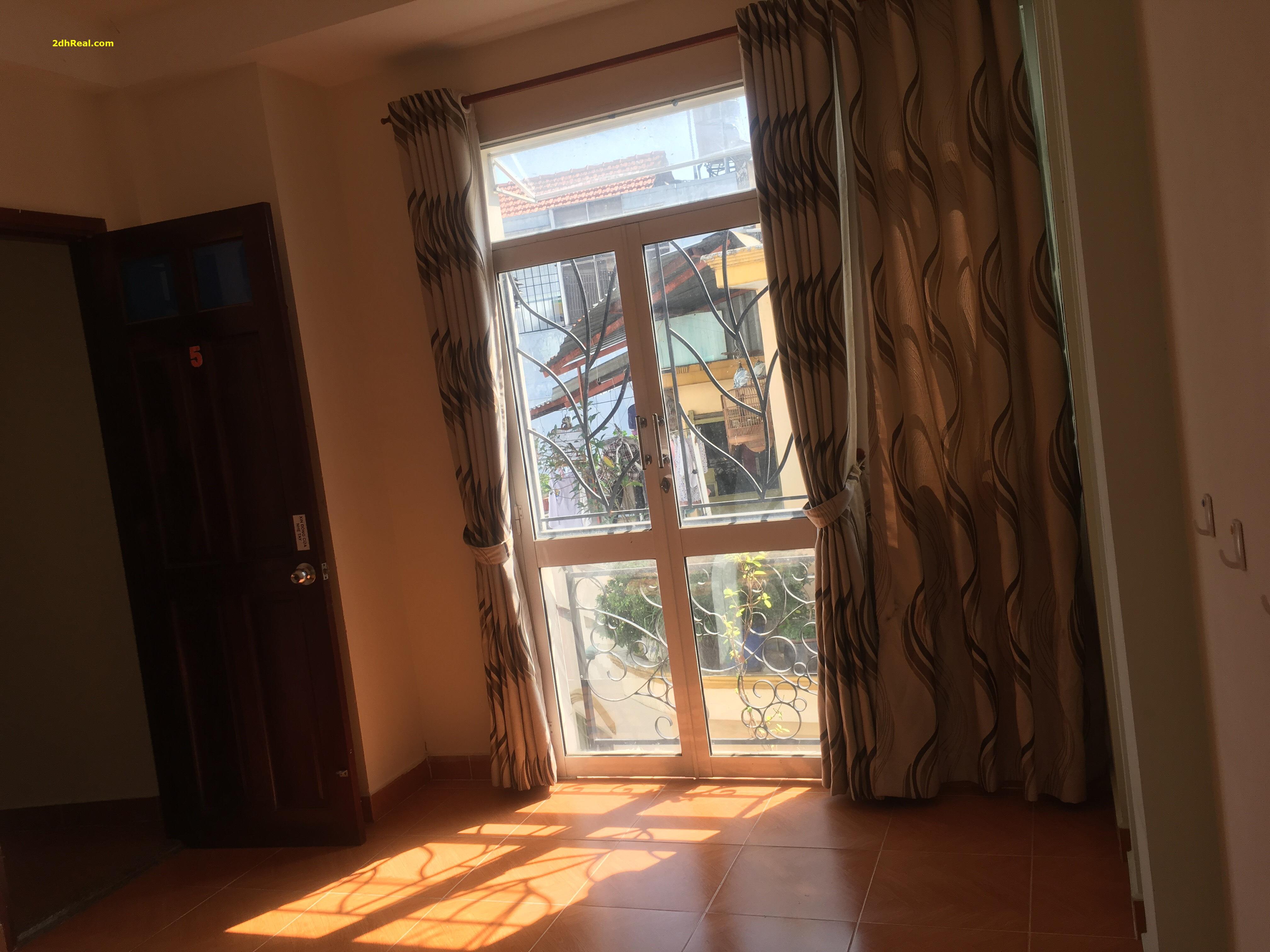 Cho 1 nữ đi làm thuê phòng, rộng rãi thoáng mát, 22m2, ban công & cửa sổ
