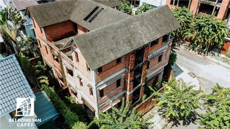 Cận cảnh hàng loạt biệt thự tỷ đồng bỏ hoang giữa lòng khu đô thị sầm uất bậc nhất khu Đông TP HCM