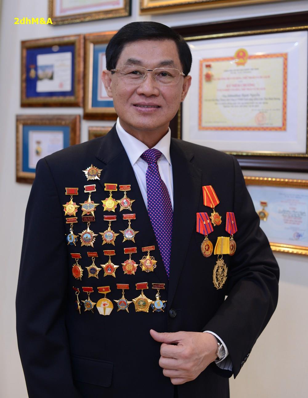 """Johnathan Hạnh Nguyễn có thực sự là """"Vua Hàng Hiệu""""?"""