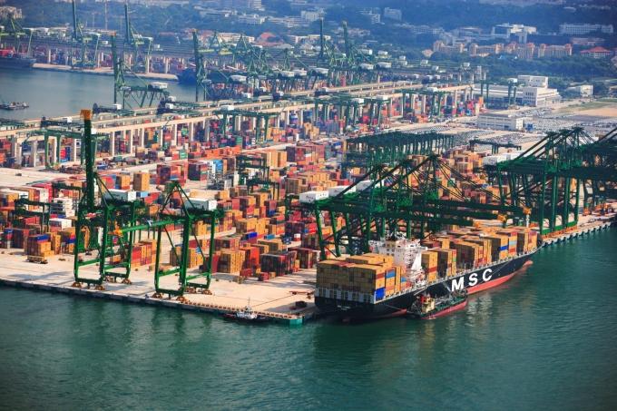 Lãng phí trong khai thác cảng biển
